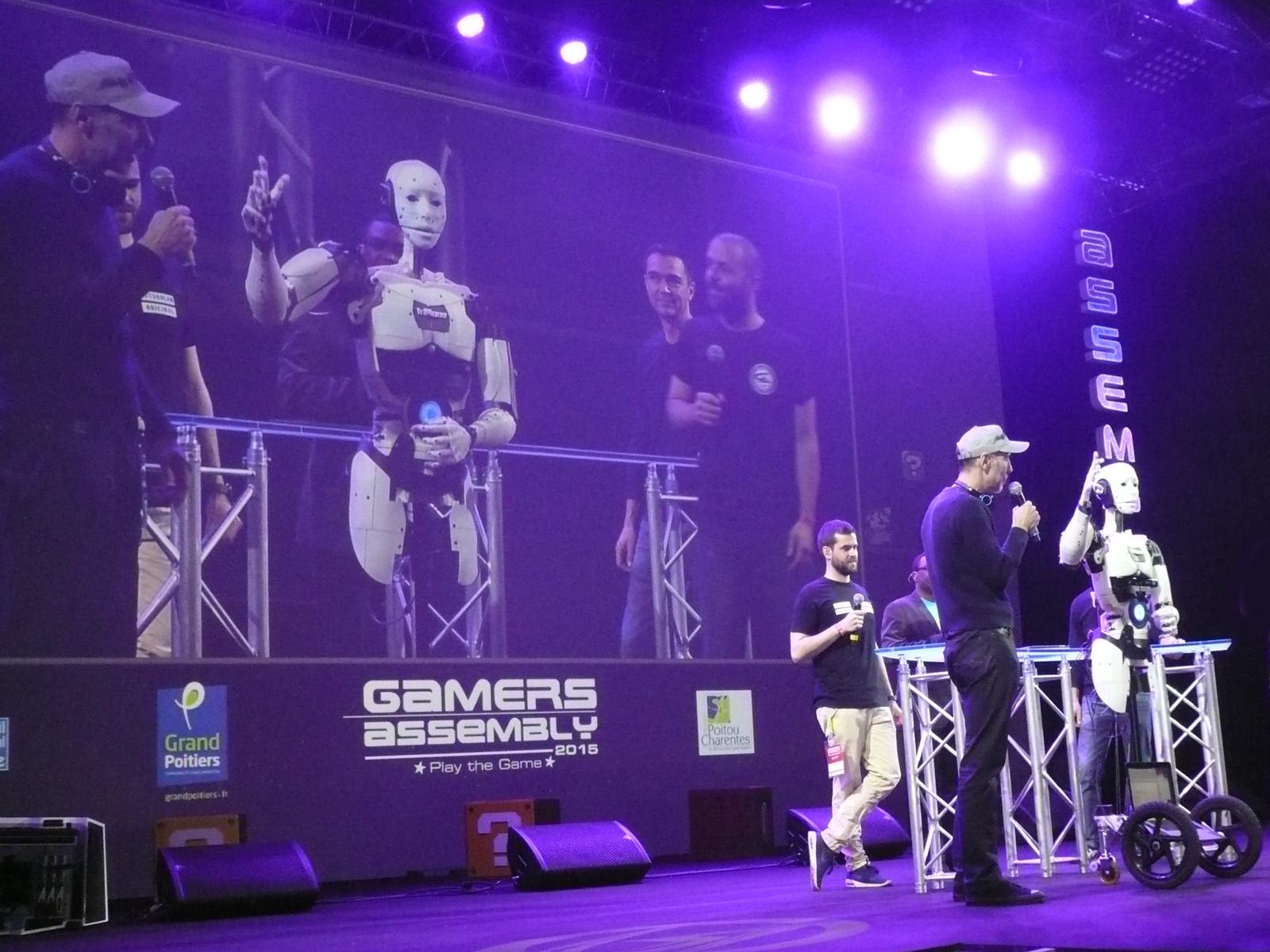 InMoov à la cérémonie d'ouverture de la Gamers Assembly 2015